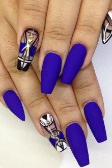 Маникюр на длинные ногти синего цвета
