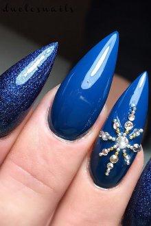 Маникюр на длинные ногти синие