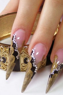 Маникюр на длинные ногти стилеты