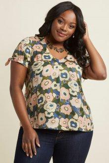 Блузка с коротким рукавом цветочная для полных