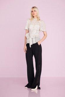 Блузка с коротким рукавом красивая