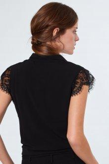 Блузка с коротким кружевным рукавом