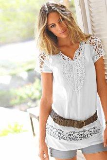 Блузка с коротким рукавом и кружевными вставками