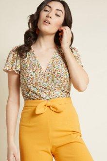 Блузка с коротким рукавом в мелкий цветок