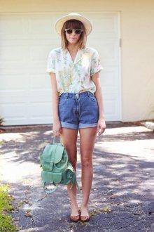 Блузка с коротким рукавом в пастельных тонах