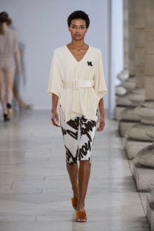 Блузка с коротким рукавом три четверти