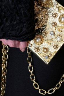 Золотая сумка на цепочке