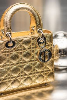 Золотая сумка Dior