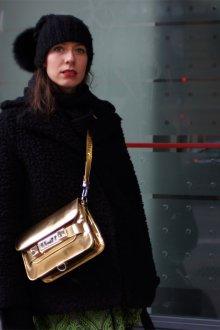 Золотая сумка через плечо