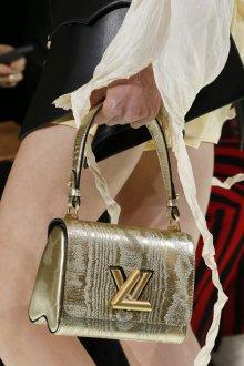 Золотая сумка с принтом