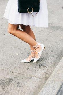 Кожаные балетки белые на каблуке