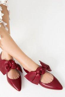 Кожаные балетки красного цвета
