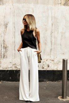 Белые женские брюки с блузкой