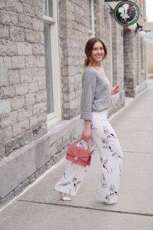 Белые женские брюки с цветочным рисунком