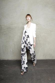 Белые женские брюки с цветами