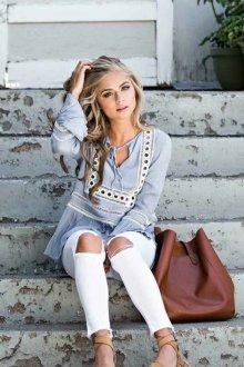 Белые женские брюки с дырками