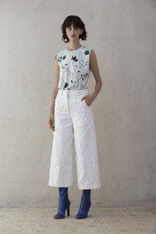 Белые женские брюки фактурные