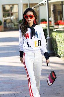 Белые женские брюки с лампасами