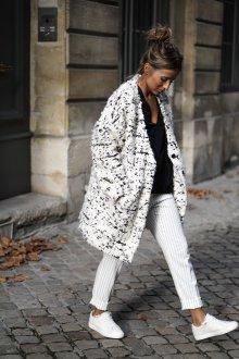 Белые женские брюки в мелкую полоску