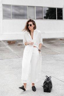 Белые женские брюки образ