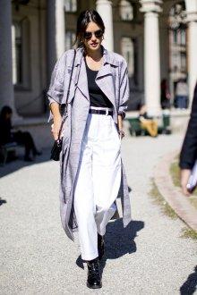Белые женские брюки с пальто