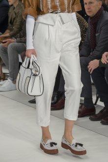 Белые женские брюки с подворотами