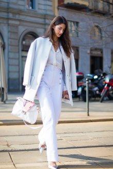 Белые женские брюки на пуговицах