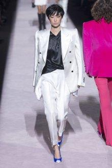 Белые женские брюки со стрелкой