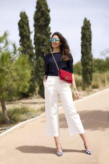 Белые женские брюки с туфлями