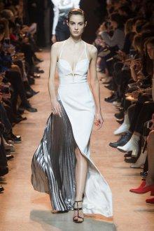 Платье на бретелях белое асимметричное