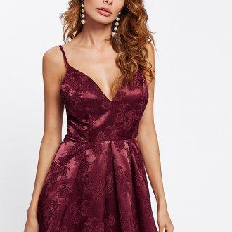 Платье на бретелях бордовое