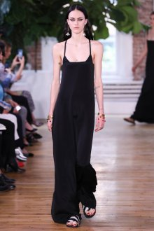 Платье на бретелях черное