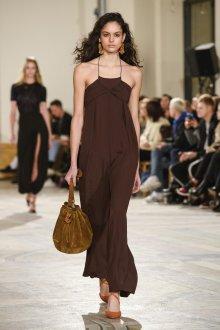 Платье на бретелях коричневое