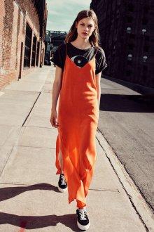 Платье на бретелях оранжевое