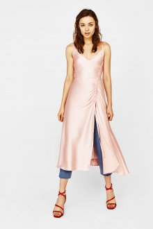 Платье на бретелях розовое