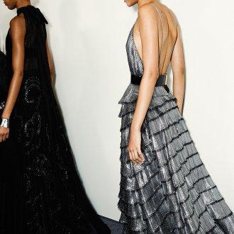 Платье на бретелях серебряное
