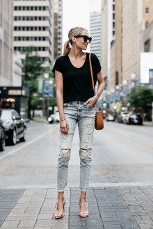 Черная футболка с джинсами
