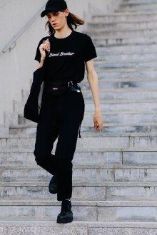Черная футболка хлопковая