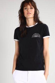 Черная футболка с отделкой