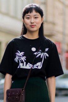 Черная футболка оверсайз с принтом