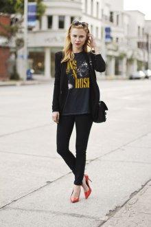 Черная футболка в стиле рок