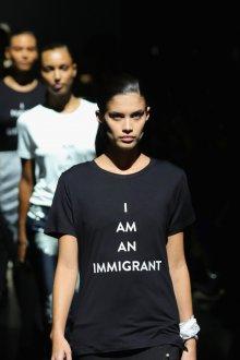 Черная футболка со слоганом