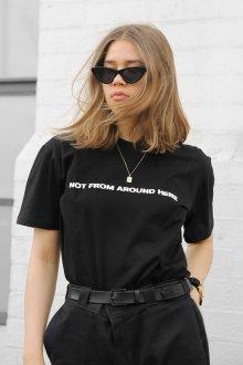 Черная футболка тенденции