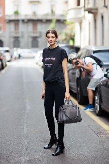Черная футболка весенняя