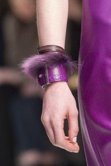Браслет из шнурков фиолетовый