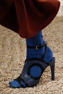 Закрытые босоножки синие на каблуке