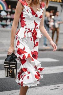 Платье из штапеля с красными цветами