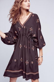 Платье из штапеля с вышивкой