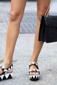 Сандалии женские черно-белые