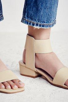 Сандалии женские на низком каблуке